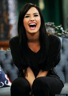 Demi Lovato her laugh is amazing. Camp Rock, Pretty People, Beautiful People, Beautiful Ladies, Beauty And Fashion, Hollywood, Inspirational Celebrities, Woman Crush, Dark Hair