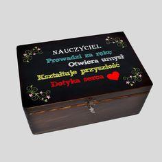 Kuferek tablica czarna Nauczyciel to idealny prezent dla nauczyciela na zakończenie roku szkolnego lub dzień nauczyciela Decoupage, Diy And Crafts, Decorative Boxes, Memories, Den, Gifts, Scrapbooking, Therapy, Memoirs