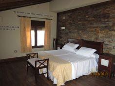Habitacion 201 del Hotel El Casón de los Poemas. Espaciosa, comoda, agradable...