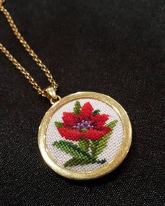Yeni yıla yeni bir kırmızı yakışmaz mı? ❤    #poinsettia #atatürkçiçeği #holidayflowers #nationalpoinsettiaday #kanavicekolye #crossstitchlove #flowerjewelry #redflower #giftshopping #yeniyilhediyesi #yilbasihediyesi #hediyealternatifi #xstitchers #bravokrestik #crossstitchworld #we_love_embroidery