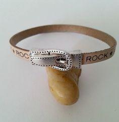 Bracelet cuir naturel à message *ROCK* , fermoir magnétique boucle très couture, en métal argenté vieilli à porter sur : Bracelet par creationsannaprague