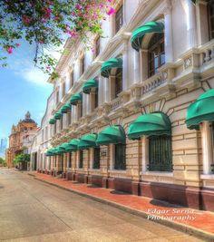 Calle del Ladrinal, fachada lateral del Banco de la Republica, a escasos metros del Parque de Bolívar en Cartagena de Indias...Photo by EDGAR SERNA.