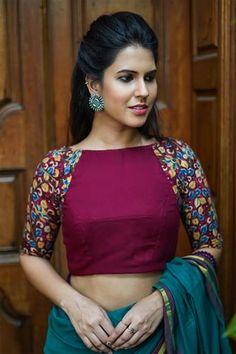 Magenta soft cotton boat neck blouse with Kalamkari raglan sleeves Cotton Saree Blouse Designs, Fancy Blouse Designs, Bridal Blouse Designs, Blouse Patterns, Skirt Patterns, Coat Patterns, Kalamkari Blouse Designs, Sewing Patterns, Kalamkari Saree