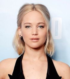 Jennifer Lawrence's perfectly pinned back hairstyle is even better on second day hair