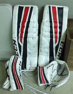 Welcome to the Chameleon Sports store! You'll find lots of info, news, pics and more about our PadSkinz, PalmSkinz, GripSkinz and PantSkinz products. Goalie Pads, Chameleon, Color Change, Nhl, Gloves, Sports, Black, Black People, Sport
