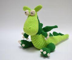 Crochet dragon, pattern from Dutch book 'Knuffels en speelgoed haken' /// Gehaakte draak, uit het haakboek 'Knuffels en speelgoed haken' - met boekrecensie