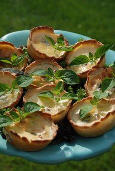 Tips på mat till midsommar Swedish Recipes, Swedish Foods, Baking Recipes, Sweden, Blueberry, Delish, Good Food, Food And Drink, Appetizers