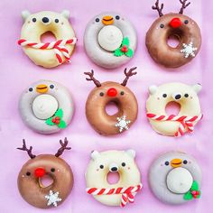 Rich Christmas sweets can boost happiness? I recommended Christmas cupcakes last time, this time we recommend Christmas donuts. Exquisite Christmas donuts can definitely enhance the happiness of the holiday and surprise your family or friends. Mini Donuts, Fancy Donuts, Cute Donuts, Christmas Donuts, Christmas Sweets, Cute Baking, Kawaii Dessert, Donut Decorations, Delicious Donuts