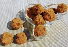 Maidottomat vegaaniset minttusuklaatryffelit Muffin, Cookies, Breakfast, Desserts, Food, Crack Crackers, Morning Coffee, Tailgate Desserts, Deserts