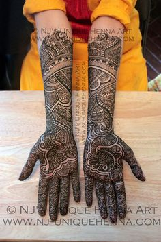 Browse thousands of Bridal Mehndi Designs on HappyShappy this year. You can save simple and latest designs for leg, hands, bride and for the wedding occasion. Latest Mehndi Designs Hands, New Bridal Mehndi Designs, Stylish Mehndi Designs, Beautiful Mehndi Design, Mehendi, Henna Mehndi, Easy Mehndi, Arabic Mehndi, Mehndi Art