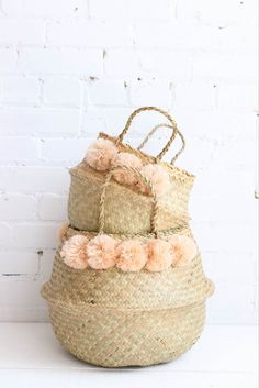 These beautiful seagrass belly baskets are just perfect for your décor. A must to hide clutter, books or magazines in the living room and brilliant to use as a planter holder. Paper Basket, Basket Bag, Belly Basket, Crochet Home Decor, Basket Decoration, Craft Stick Crafts, Wicker, Handmade, Magazines