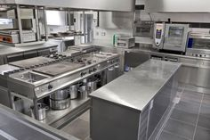 Restaurant Kitchen Equipment, Restaurant Kitchen Design, Hotel Kitchen, Restaurant Interior Design, Kitchen Dining, Modern Kitchen Cabinets, Kitchen Layout, Kitchen Interior, Commercial Kitchen Design