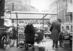 Venditrice di limoni in Piazza Rovetta 1979 http://www.bresciavintage.it/brescia-antica/arti-e-mestieri/venditrice-di-limoni-in-piazza-rovetta-1979/