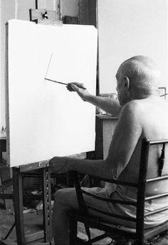 6 Picasso paints a portrait- the first brush stroke a simple line. Villa La Californie, 1957 HRC Pablo Picasso, Picasso Art, Dora Maar, Guernica, Critique D'art, Duncan, Pub, Spanish Painters, Learn To Paint