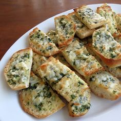 Basil Butter Garlic Bread | Rumbly in my Tumbly