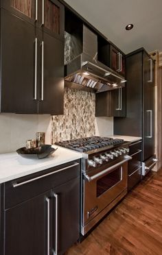 Dark cabinets and light counters, my fav!