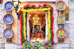 De 12 para 13 de junho, Lisboa rende-se à alegria e tradições de Santo António. E não há tradição mais antiga que aquela que convida a fazer um trono para o santo padroeiro da capital portuguesa. Foto de Christine Zenino