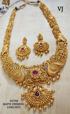 Gold Temple Jewellery, Real Gold Jewelry, Gold Jewellery Design, Gold Necklace, Jewels, Earrings, Gold, Gold Jewelry, Fallow Deer