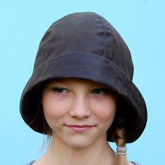 Olive waxed cotton ZUTmanon rain hat