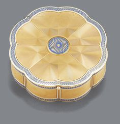 AN ENGINE-TURNED GOLD AND ENAMEL SNUFF BOX, GERMAN, CIRCA 1800 of scallop-edged circular form, the invisibly-hinged lid and base with petals concentrically engine-turned, pale blue and white enamel borders and central rosette, bead thumbpiece, maker's mark M or H crowned incuse between French prestige charge marks