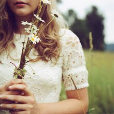 field Vanilla Perfume, Style Feminin, Estilo Hippie, Poses, Vintage Lace, Vintage Dress, Vintage Style, Marie, Wedding Inspiration