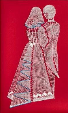 Romanian Lace, Bobbin Lacemaking, Nail String Art, Lace Art, Bobbin Lace Patterns, Lace Jewelry, Needle Lace, Lace Making, Cute Crochet