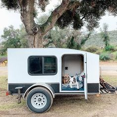 Custom hiker trailers built for high quality, lightweight, and affordable trailers to help people experience the outdoors in a comfortable and economical way. Small Camping Trailer, Diy Camper Trailer, Car Camper, Mini Camper, Cheap Campers, Small Campers, Rv Campers, Hiker Trailer, Overland Trailer