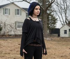 """Teagan Croft as """"Raven"""" 💙💜 Robin, Destroyer Of Worlds, Gwen Stacy, Dc Characters, Teen Titans, Batgirl, Film Movie, Movies Showing, Dc Universe"""