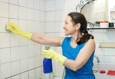 Nettoyer les joints de carrelage sol et mural d'une salle de bain…