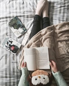 """the-literaryowl: """" April 18th 2016 • 09h57 • Taking a much needed break after the three essays/homework I had to write last week to (re)read The Raven Boys which is actually a gift from my brother..."""