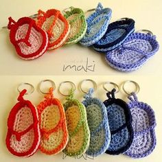 Free crochet pattern – Flip flop key chain  Finished size of the flip flop is about 7 cm (2.8 in) length  They are great as a last minute gift! It is very easy to make. You will need about 20 minutes of your time to make one! Isn't that great!!!  This pattern …