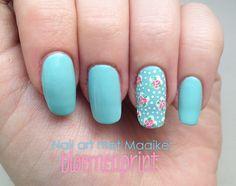 Nail art met Maaike: bloemenprint - veracamilla.nl