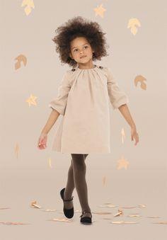 Folheando algumas revistas especializadas em moda infantil  descobri a marca londrina  Marie Chantal e logo me encantei. Roupas bonitas e su...