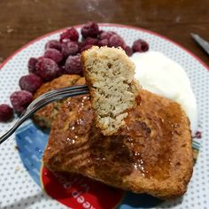 #Breakfast was #baked oats w/  #Yoplait Vanilla #yoghurt, #honey and frozen #raspberries. So good! like having freshly baked #cake for breakfast!! Mix 40g oats with ~90g vanilla yogurt, 1 egg, drops of vanilla, pinch of cinnamon and sweetener! pour into an oven dish and bake ~30 mins at 200 degrees Celsius/until brown on top and fully cooked through! // MyRecipe oatmeal porridge kvarg