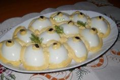 Reteta Aperitive oua umplute cu piept de pui Egg Recipes, Cooking Recipes, Good Food, Yummy Food, Romanian Food, Appetisers, Party Snacks, Side Dishes, Easy Meals