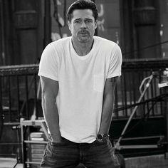 "Bradpitfans& on Instagram: ""😙😙😙👌 #bradpitt #bradpittfans #bradpittdaily#hollywood#angiejoliepitt #handsome #men#beautiful#onlyjoliepittfamily #brad.pitt.official"" Brad Pitt, Johnny Depp Fans, Brad And Angelina, Human Body Art, Black Stallion, Cartoon Tv Shows, George Clooney, Leonardo Dicaprio, Good Looking Men"