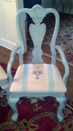 Annie Sloan Provence and Pure White, on cushions too!