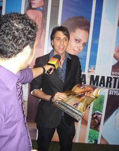 El programa venezolano Portadas entrevisto a Daniel Pereira en el lanzamiento del calendario de la hermosa Sandra Martinez @Danielpereiratm
