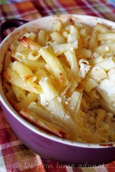 Reteta Macaroane cu branza/ Macaroni and cheese - Romanian style Romanian Food, Romanian Recipes, Snack Recipes, Snacks, Yummy Food, Delicious Meals, Ricotta, Macaroni And Cheese, Cabbage