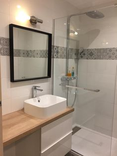 Bathroom renovations 854980310481763829 - Carrelage sol et mur blanc et gris effet ciment Gatsby x cm Shower Remodel, Bath Remodel, Big Bathrooms, Small Bathroom, Bad Inspiration, Floor Colors, Bathroom Renovations, Bathroom Interior, Gatsby