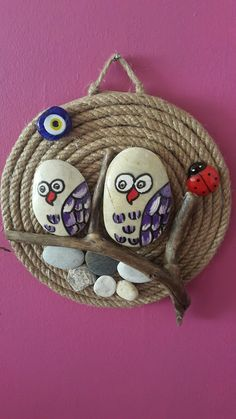 Unique diy decoration ideas with rope Stone Art Painting, Pebble Painting, Pebble Art, Diy Crafts Hacks, Diy And Crafts, Driftwood Crafts, Hand Painted Rocks, Handmade Design, Handmade Home Decor