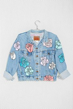 Nasty Gal x Peggy Noland Hand Painted Denim Jacket - Jackets Painted Denim Jacket, Painted Jeans, Painted Clothes, Hand Painted, Painted Roses, Look Fashion, Diy Fashion, Modest Fashion, Moda Jeans