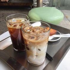 ไม่มีคำอธิบายรูปภาพ Coffee Shop Aesthetic, Aesthetic Food, Good Food, Yummy Food, But First Coffee, Cafe Food, Coffee Drinks, Iced Coffee, Dessert