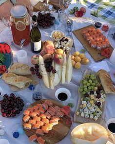 Picnic Date Food, Picnic Foods, Picnic Ideas, Cute Food, Good Food, Yummy Food, Food N, Food And Drink, Comida Picnic