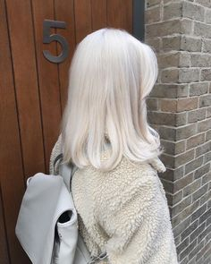 New hair short silver platinum blonde Ideas Dye My Hair, New Hair, Your Hair, Aesthetic Hair, Grunge Hair, Hair Looks, Hair Inspiration, Cool Hairstyles, Halloween Hairstyles