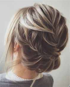 Beautiful twisted + wedding updo hairstyle | fabmood.com #weddinghair #updos #hairstyles #bridalhair #upstyle #weddinghairdos