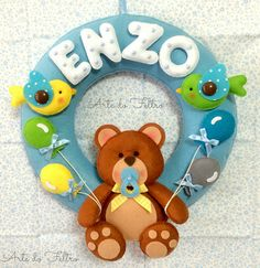 Guirlanda do Enzo. Felt Wreath, Felt Garland, Felt Ornaments, Hand Sewn Crafts, Felt Crafts Patterns, Baby Mobile Felt, Felt Baby, Baby Shower Gifts, Baby Gifts