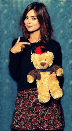 Jenna is friends with a teddy bear. your argument is invalid English Actresses, British Actresses, Actors & Actresses, Jenna Coleman, Peter Capaldi Doctor Who, Teddy Bear Pictures, Gamine Style, Clara Oswald, Girls Dp