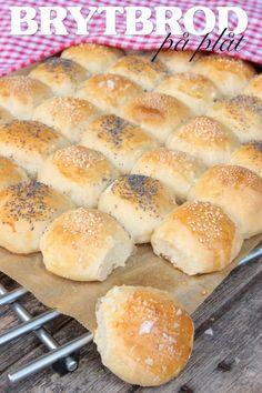 Brytbröd på plåt – Lindas Bakskola Artisan Bread Recipes, Baking Recipes, Snack Recipes, Savoury Baking, Bread Baking, Delicious Desserts, Yummy Food, Norwegian Food, Cocktail Desserts