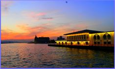 İstanbul'un en köklü semtlerinden Kadıköy'ün tarihi hakkında bilgi. Kadıköy'de gezilecek yerler, restoranlar, cafeler ve oteller.